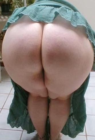 Mature round ass tube