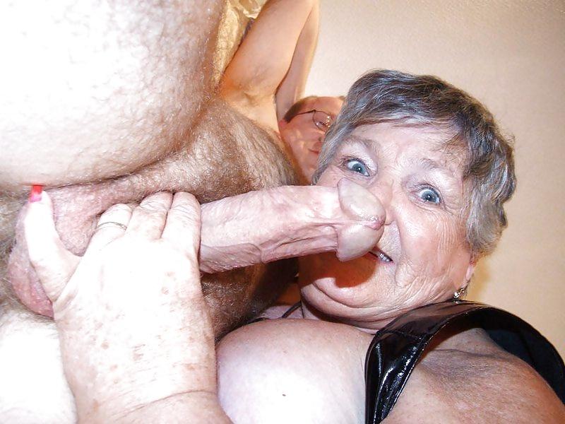 секс бабка сосет