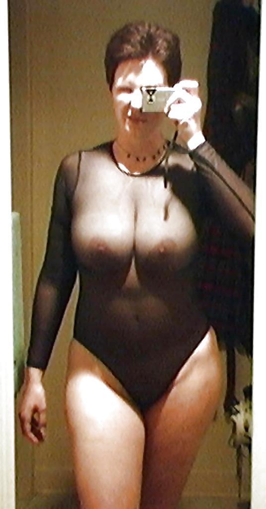 Mature Porn Pictures: Selfie Amateur MILFs and Mature - vol 12!