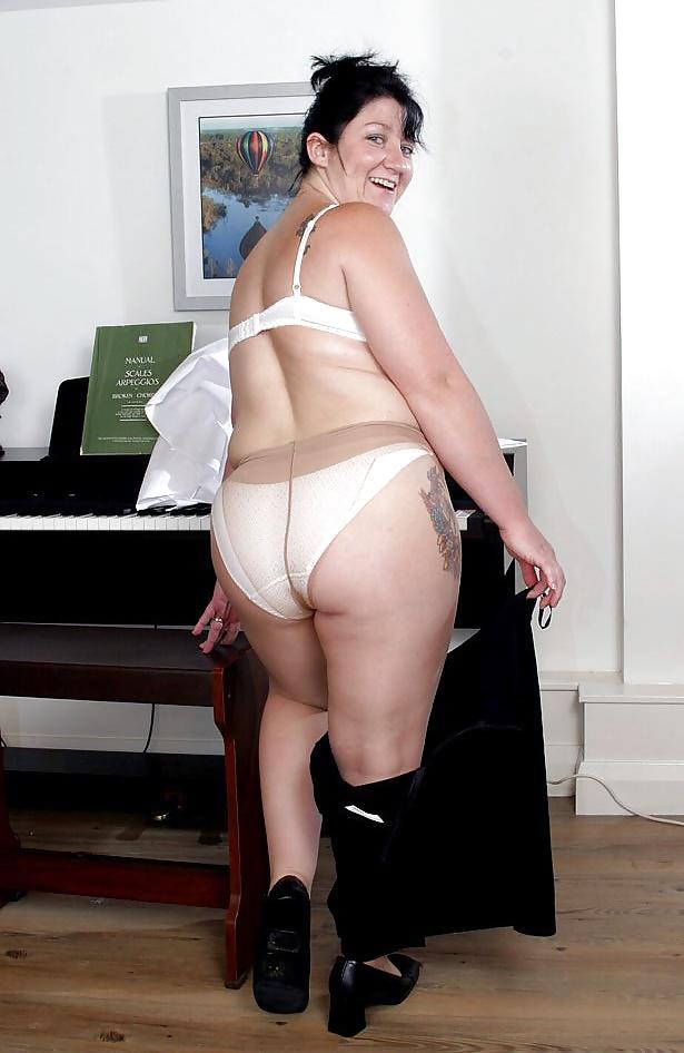 sexy blonde fucked by dwarf